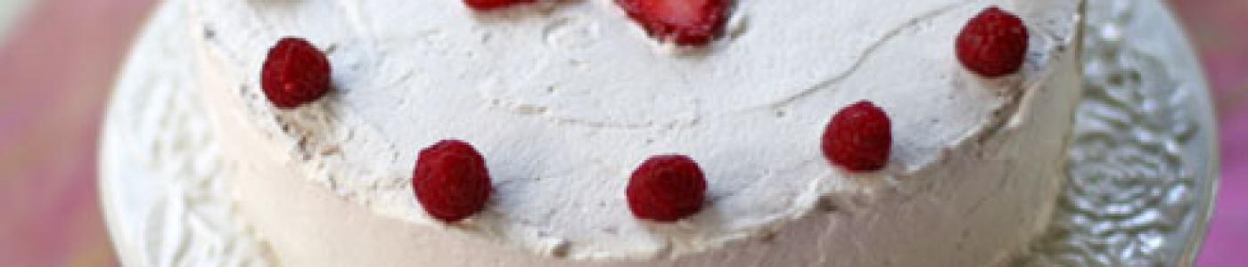 Çiyələkli-Qaymaq Kremli Tort