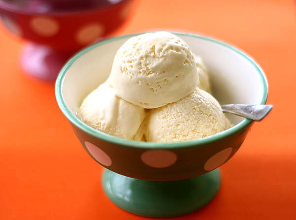 http://www.azcookbook.com/storage/2009/06/vanilla-ice-cream1.jpg