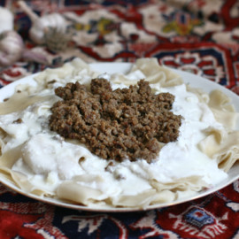 Azerbaijani Pasta With Meat and Yogurt Topping