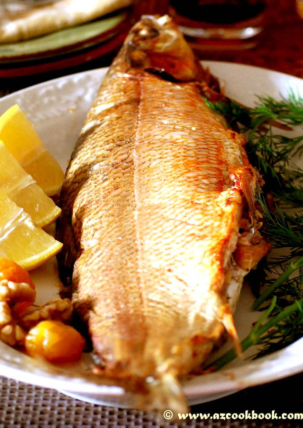Baked fish stuffed with walnuts balig levengi az cookbook for Azerbaijan cuisine